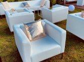 białe fotele eventowe