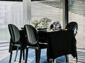 krzesła eventowe czarne